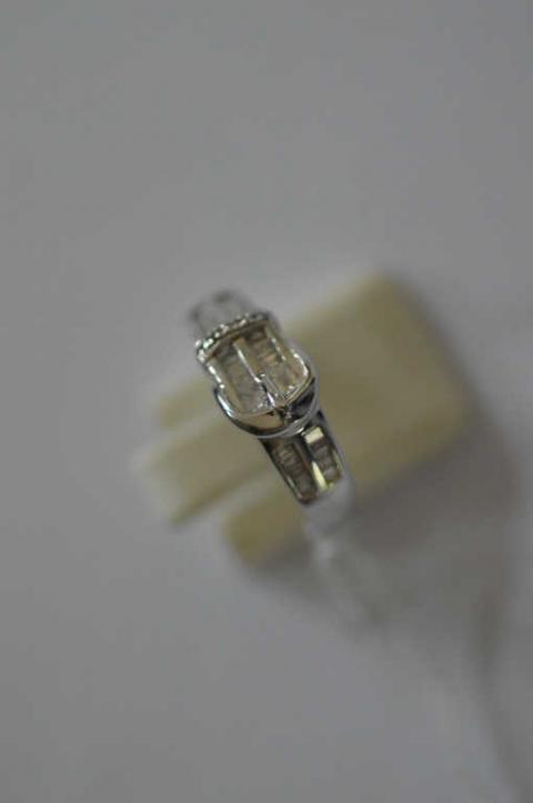 c1ab6dcfa37d BAGUE ceinture en or sertie de diamants baguette, poids  .